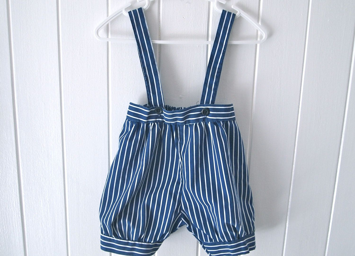 Awesome vintage inspired pants with suspenders. I want to try making this from one of my partners old shirts