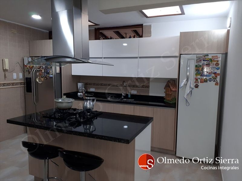 Cocina integral moderna cali colombia cocinas for Cocinas integrales con isla pequenas