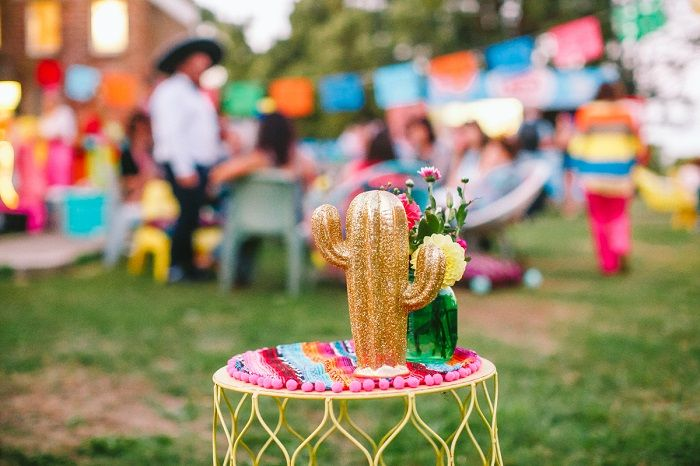 Colourful Mexican Inspired Outdoor Wedding Decorations | I take you #weddingideas #weddingreception