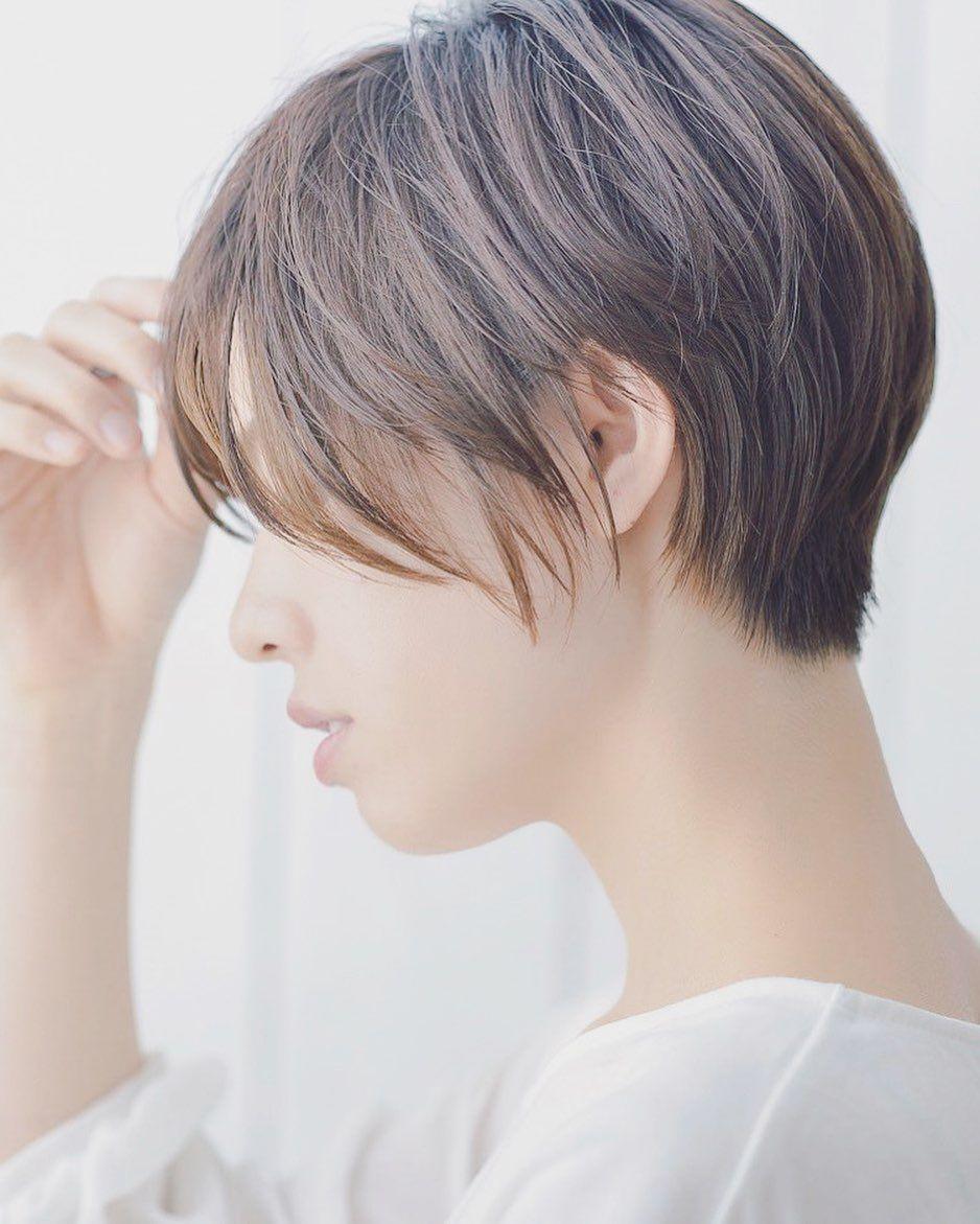 ショート ボブ 美容師 山口 Gill Hair On Instagram ショート職人 のこだわり Fujii Hiroki セニング すき鋏 を使わないカットで まとまりやすく 持続性のあるスタイル ヘアカット ハンサムショート おしゃれ ヘア