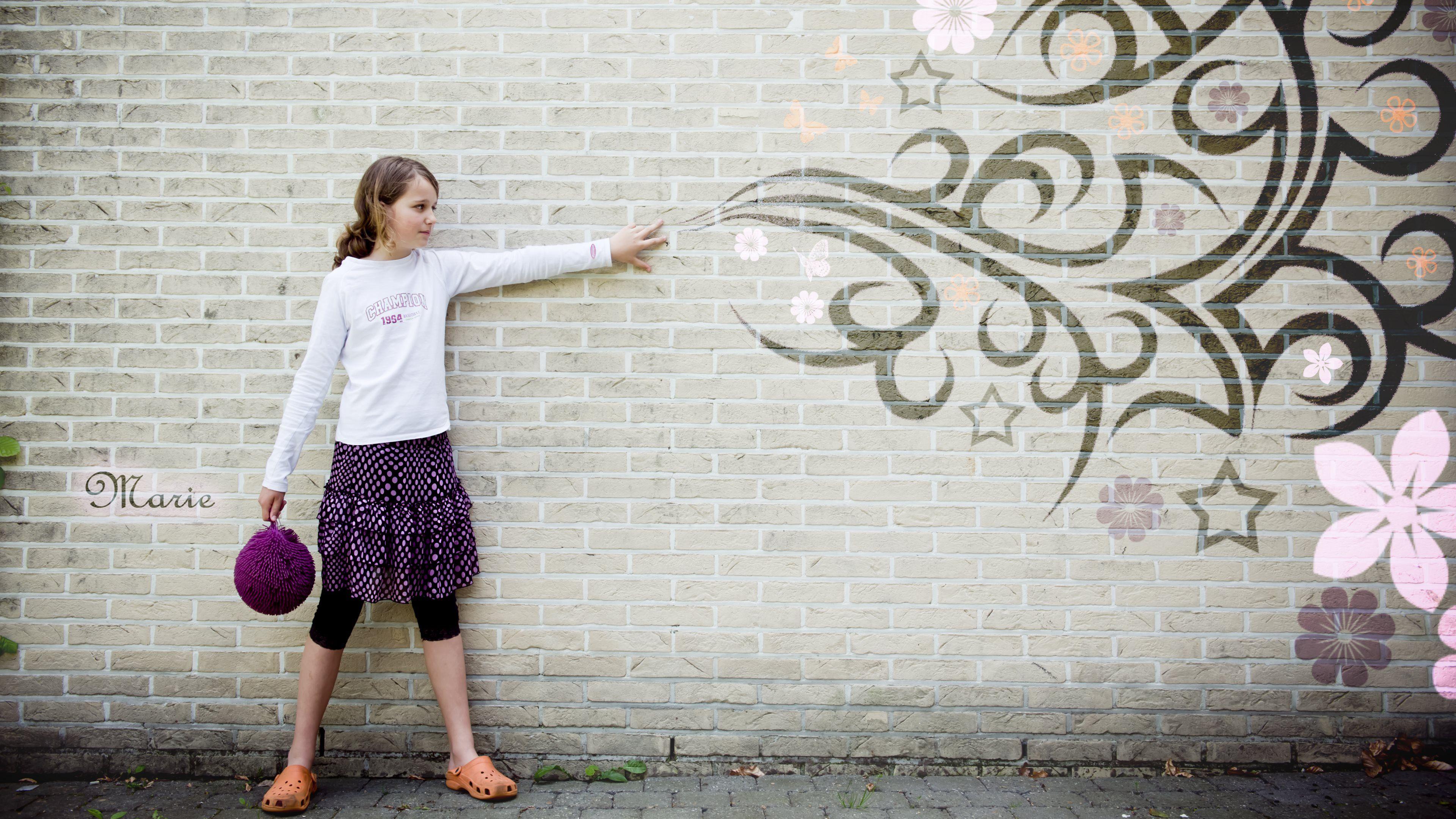 Interactive graffiti wall uk - Creative Graffiti On Wall