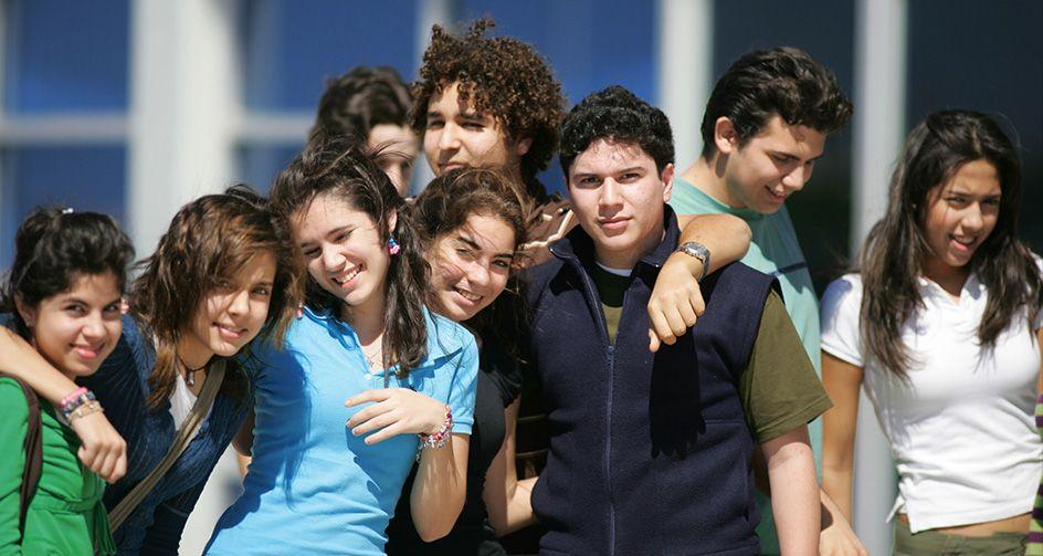Artículo 69-. Los estudiantes del bachillerato bicultural podrán participar en cursos o actividades extracurriculares con el fin de favorecer el enfoque bicultural.