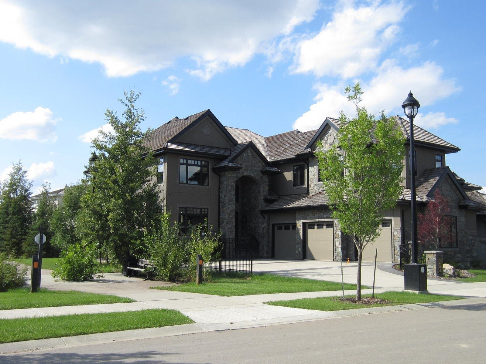 Best Sandy Pon Presents Luxury Homes In Edmonton Alberta 400 x 300
