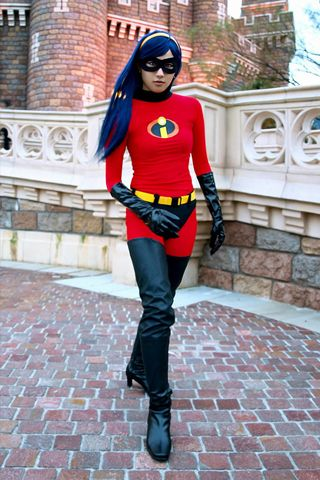 Violet - The Incredibles Cosplay    [this is very cool]