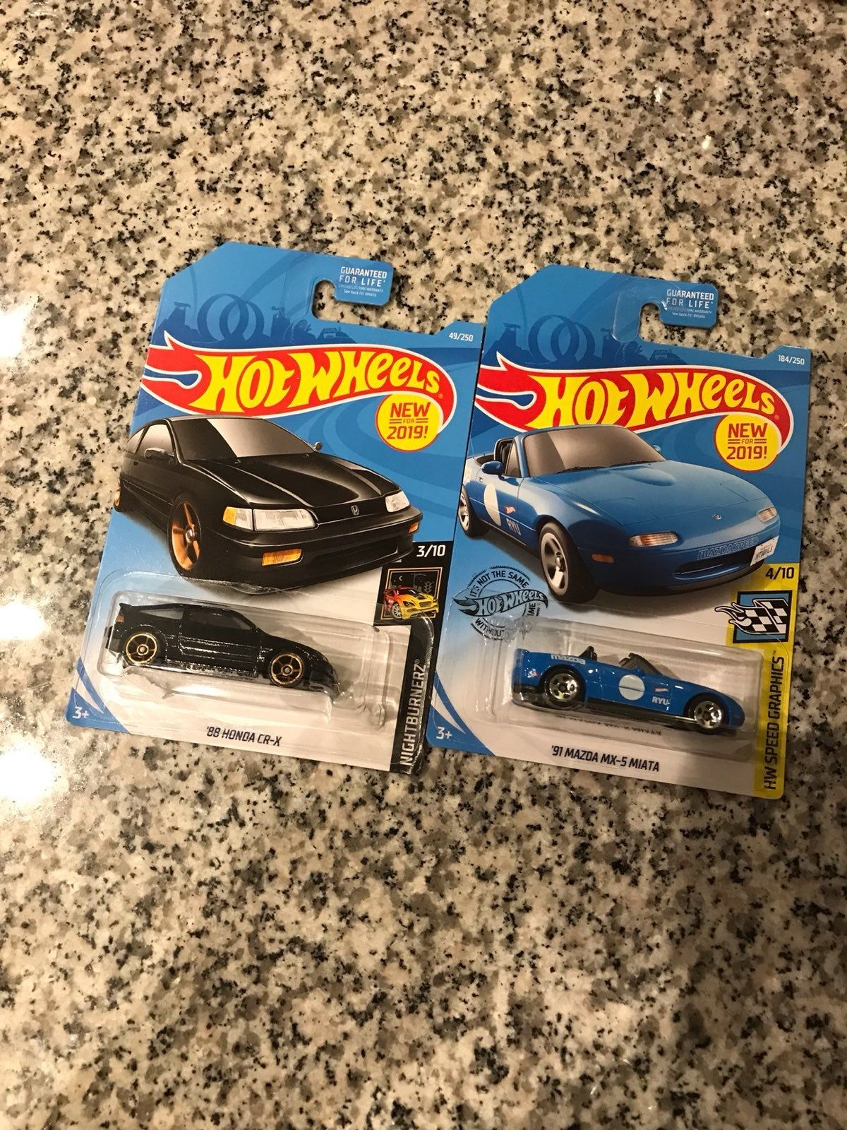 A pair of hot wheels in good condition Fresh out the case