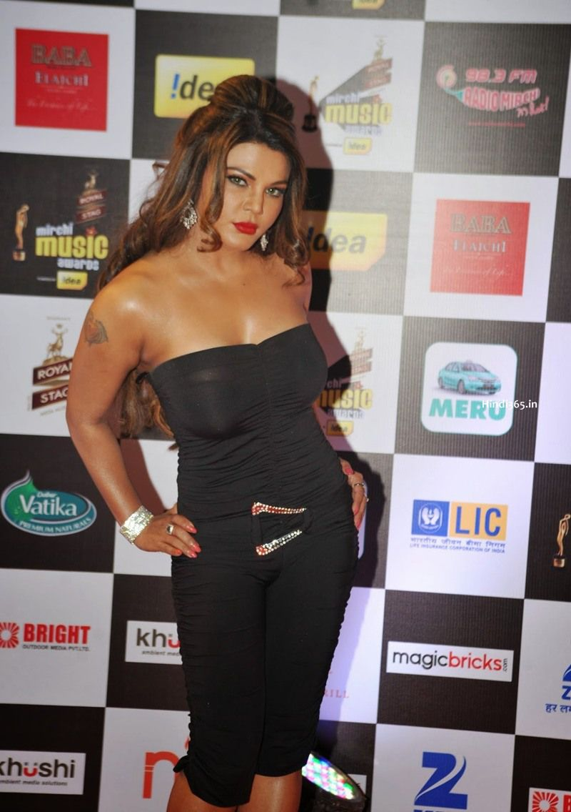 Bollywood Female Celebrities At Mirchi Music Awards 2015 In Mumbai (39)