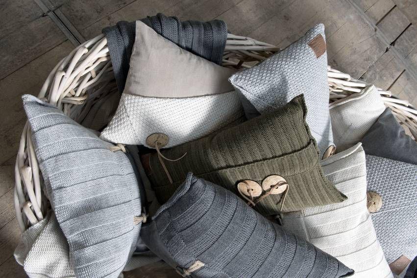 Knit Factory Sierkussen Gerstekorrel beige - 60x40 cm - Sweet ...