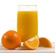 Além da famosa vitamina C, a laranja também oferece ácido fólico, cálcio, potássio, magnésio, fósforo e ferro. Contém fibras, pectina e flavonóides, que aumentam seu valor nutritivo.    O principal benefício da laranja são suas propriedades antioxidantes. Existem mais de 170 diferentes tipos de fotoquímicos, incluindo mais de 60 flavonóides que apresentam propriedades antiinflamatórias, antitumor e inibem a formação de coágulos no sangue.