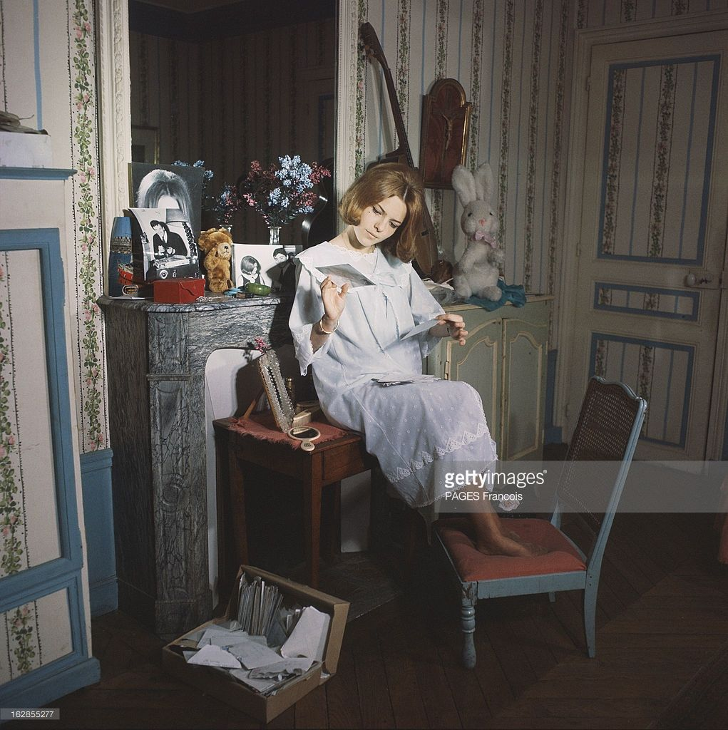 rendezvous with france gall with family in yonne attitude. Black Bedroom Furniture Sets. Home Design Ideas