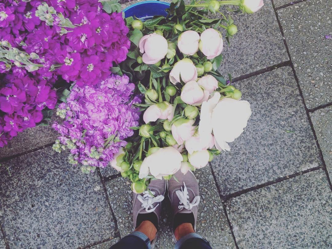 , 1.Juni und trotzdem so viel Regen 🙆zum Glück gibt es genug Blumen in der Stadt, die für Sommerstimmung sorgen🌸🌷☀️ #flowergirl #prettyfl…, MySummer Combin Blog, MySummer Combin Blog