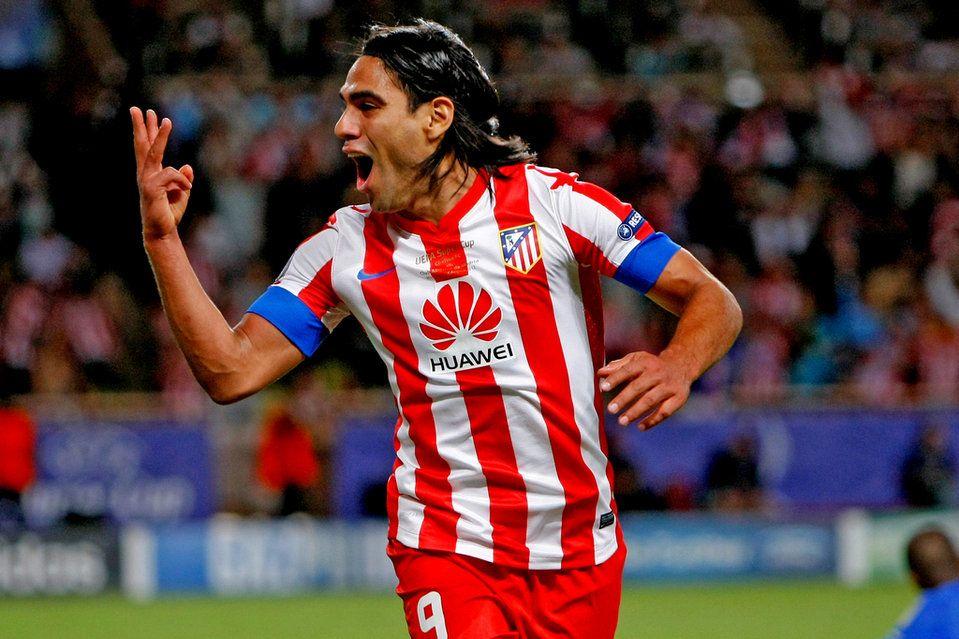 El colombiano Radamel Falcao ha logrado un hat-trick en los primeros 45 minutos del partido / AP / Claude Paris