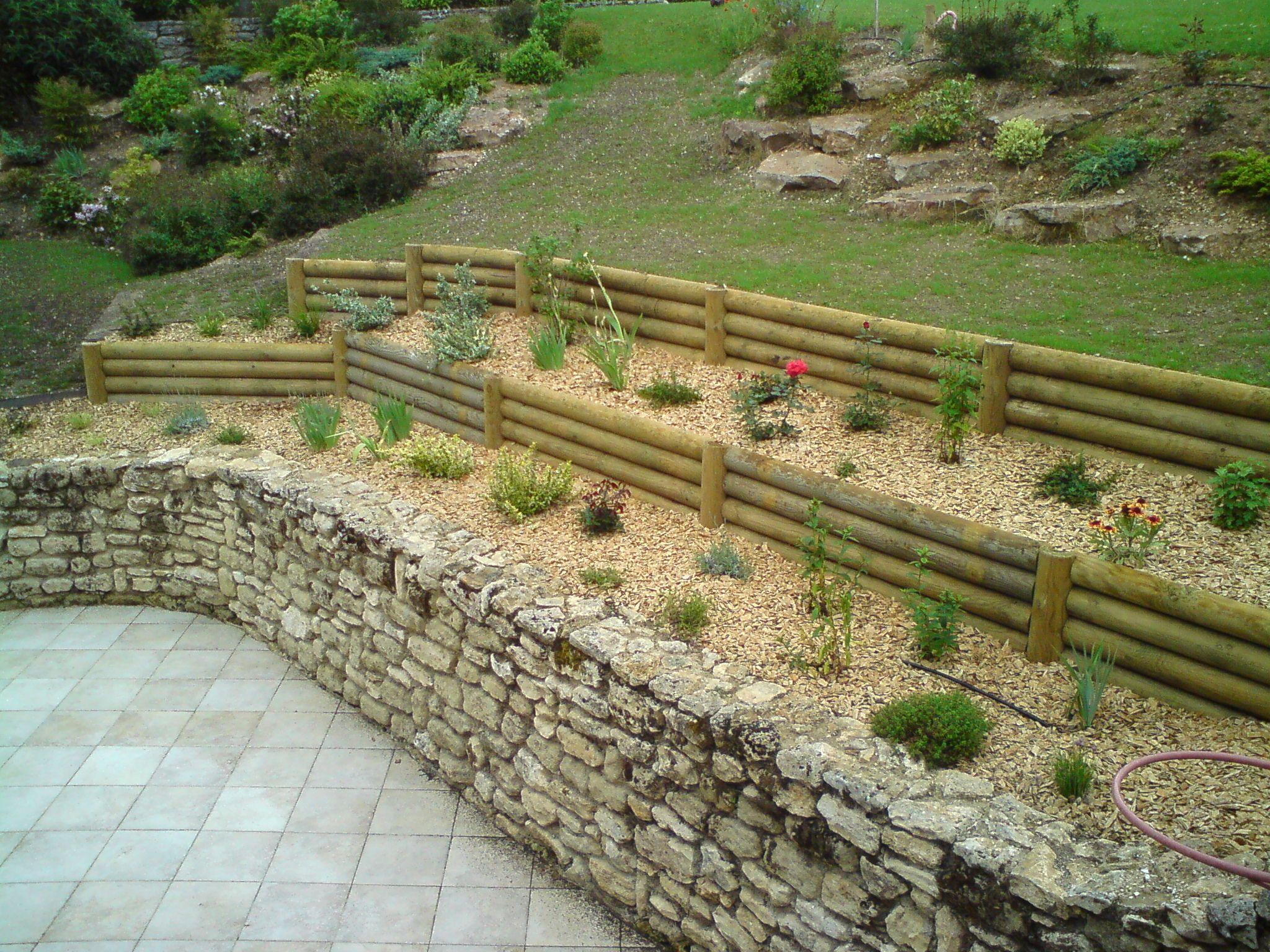 Retenues talus bois plantes aromatiques jardin Médiéval