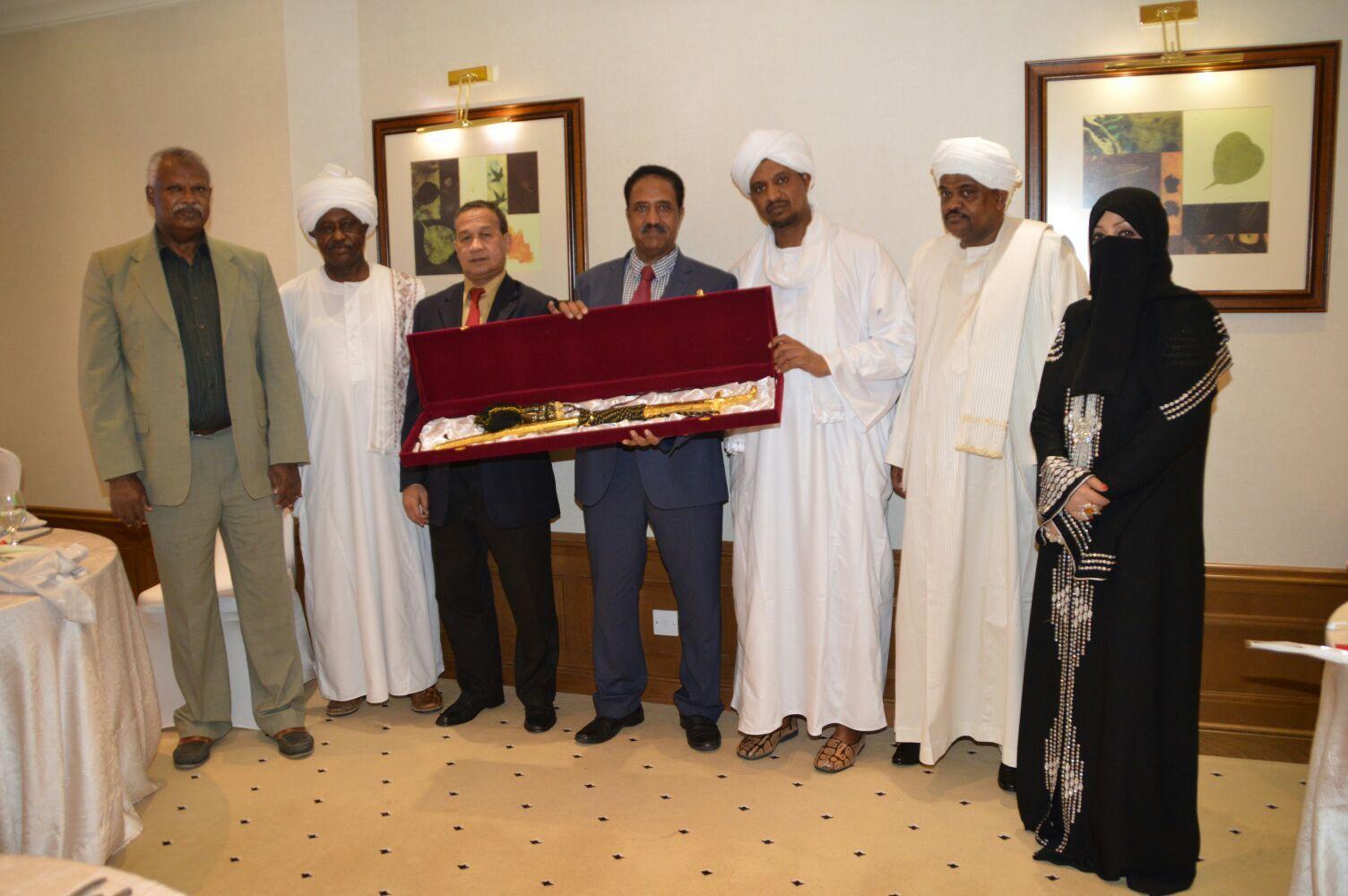 جمعية الأخوة القطرية السودانية تكرم وزير العدل إدريس إبراهيم جميل