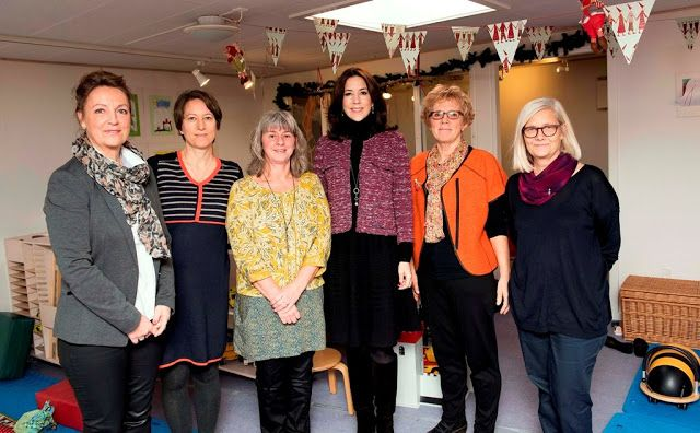 Royals & Fashion - Princess Mary visited the Children's House which helps seriously ill children and their families.