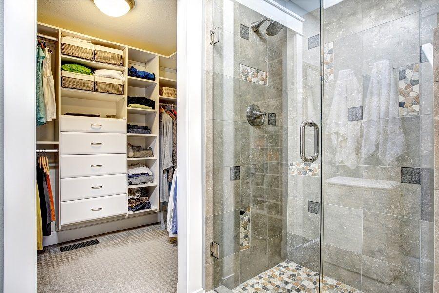 Modern Bath Connects To A Walk In Wardrobe Modern Bathroom