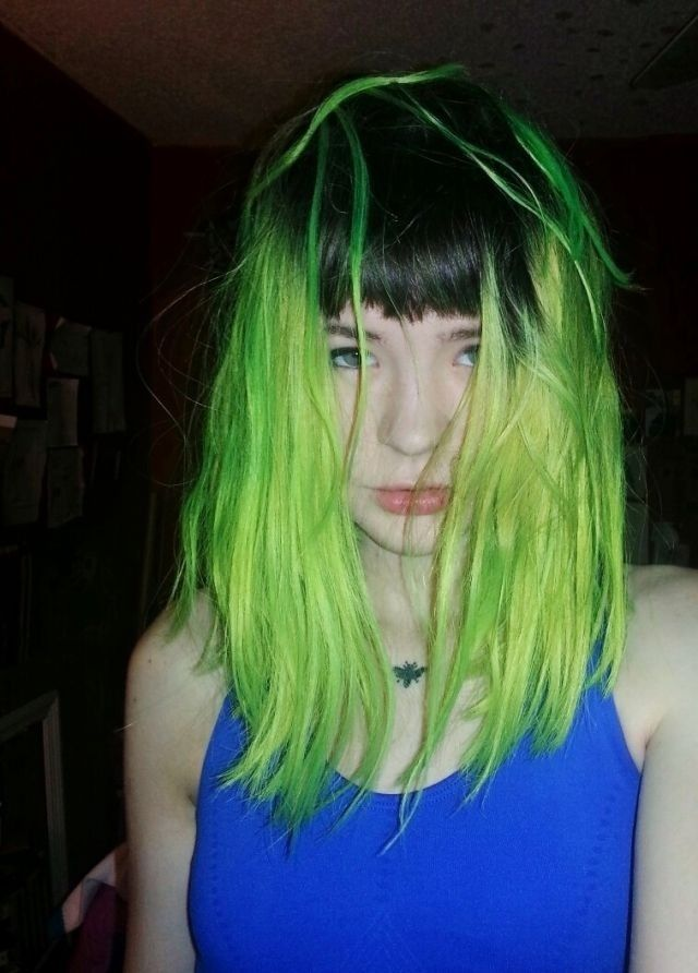 This Makes Me Want My Green Hair Back Either That Or Peahc Or Yellow Neon Green Hair Dyed Hair Green Hair