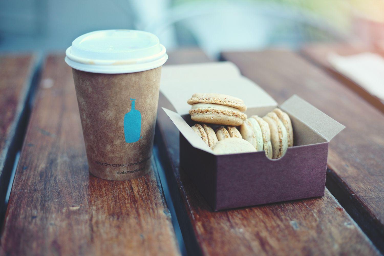 Cafehygge med alt for lækker kaffe og en dejlig kage. Bentax elsker lækker kaffe
