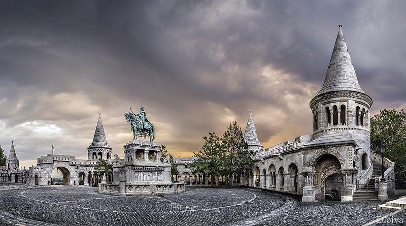 Bastión de los Pescadores y estatua de San Esteban (Budapest) | por dleiva