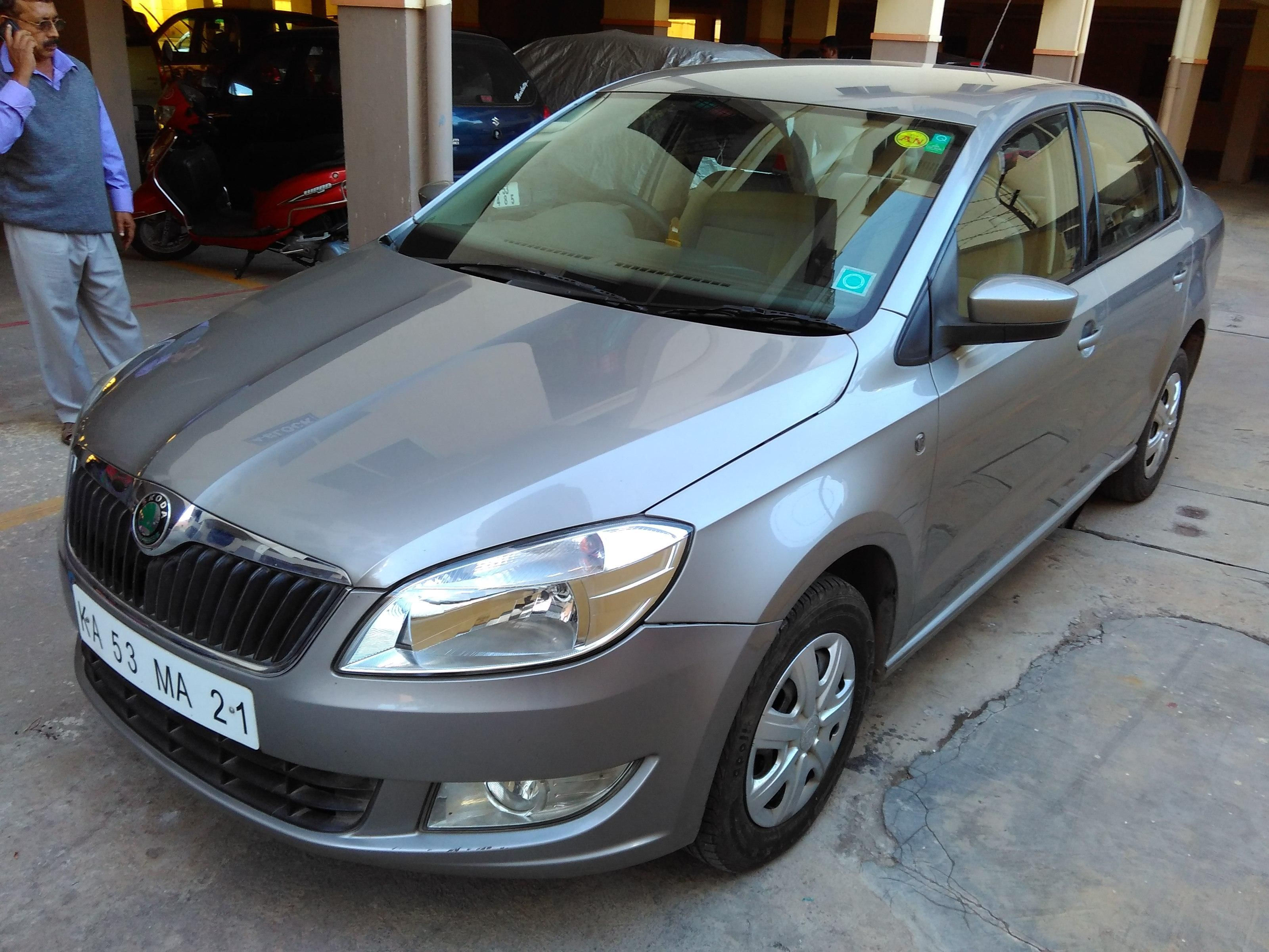 Used 2012 Skoda Rapid Ambition 1.6 MPI AT for 7.5 Lakhs