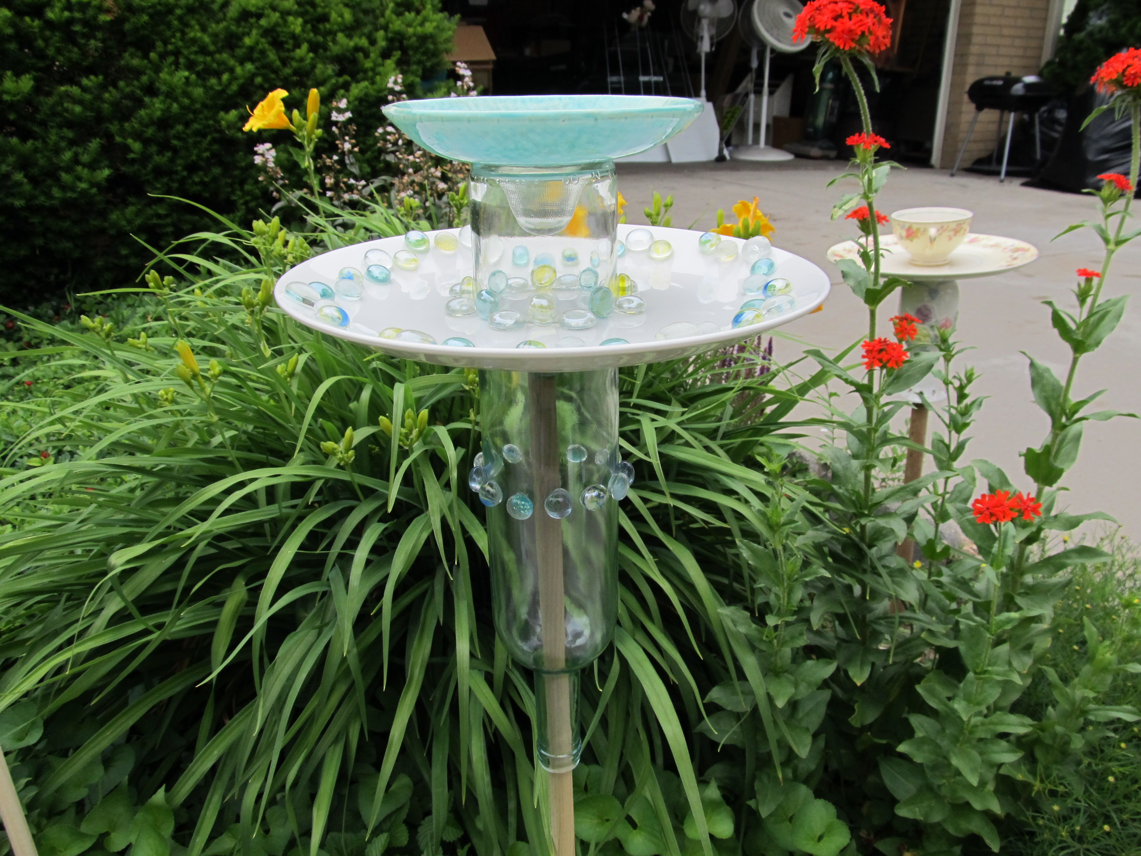 Make Garden Art With Old Dishes Part Of Estate 6 16 17
