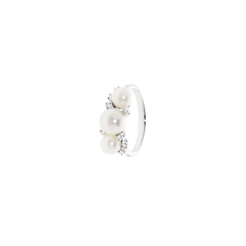 PRESTIGE white gold ring with pearls and 0.08 kt diamonds.