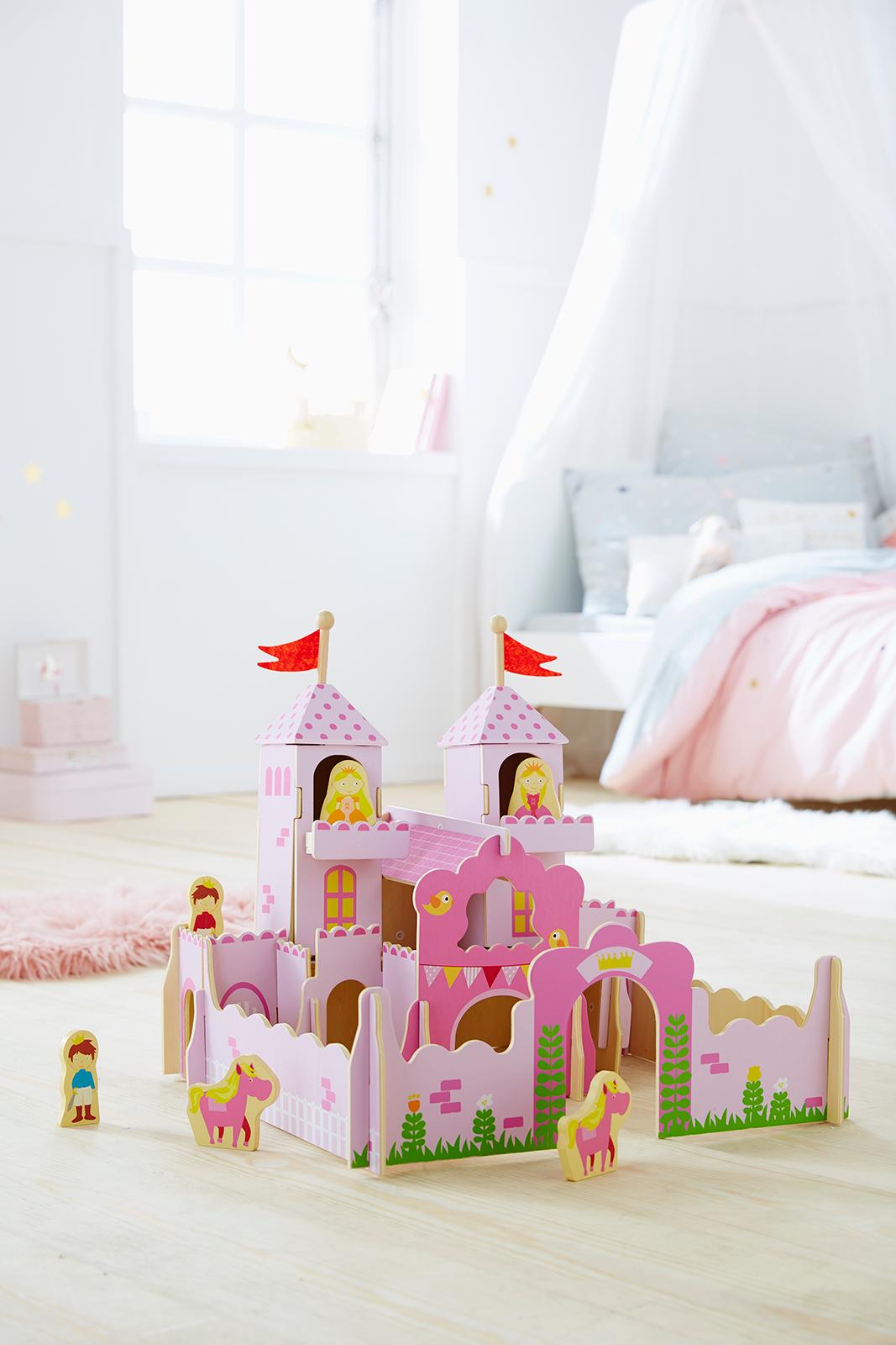 Chateau De Princesse En Bois Et Ses Personnages Rose Vertbaudet Chateau Princesse Meuble Enfant Jouets En Bois