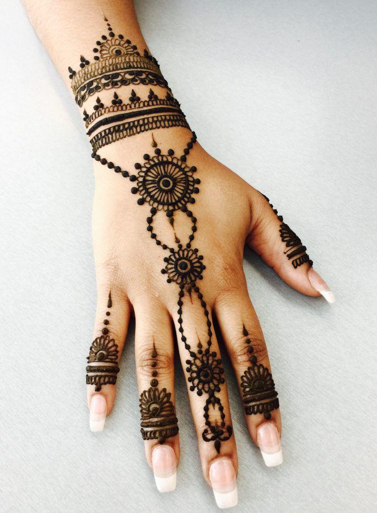 50+ Minimal Mehndi Designs For Your Intimate Wedding
