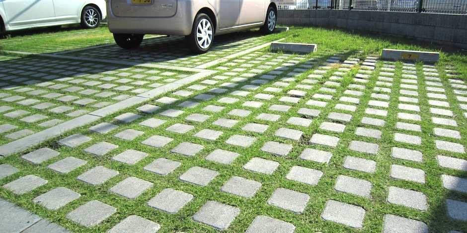 車庫の駐車しやすいように設計 植栽も植えて彩りを添える 屋外