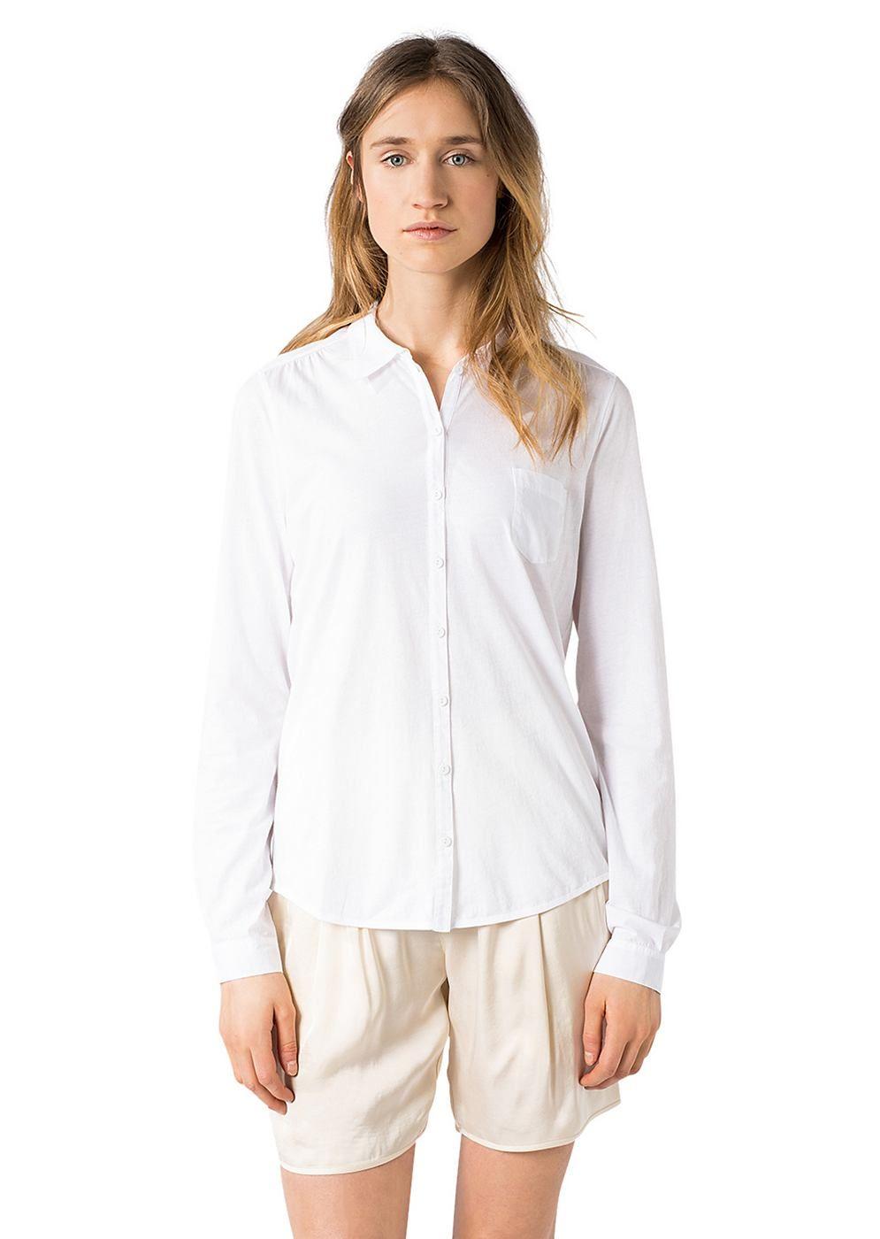 Langärmlige Hemd-Bluse aus einem sehr leichten Garment Dyed gefärbten Jersey aus 100% Baumwolle. Besondere Details sind die Stoff-Einsätze....