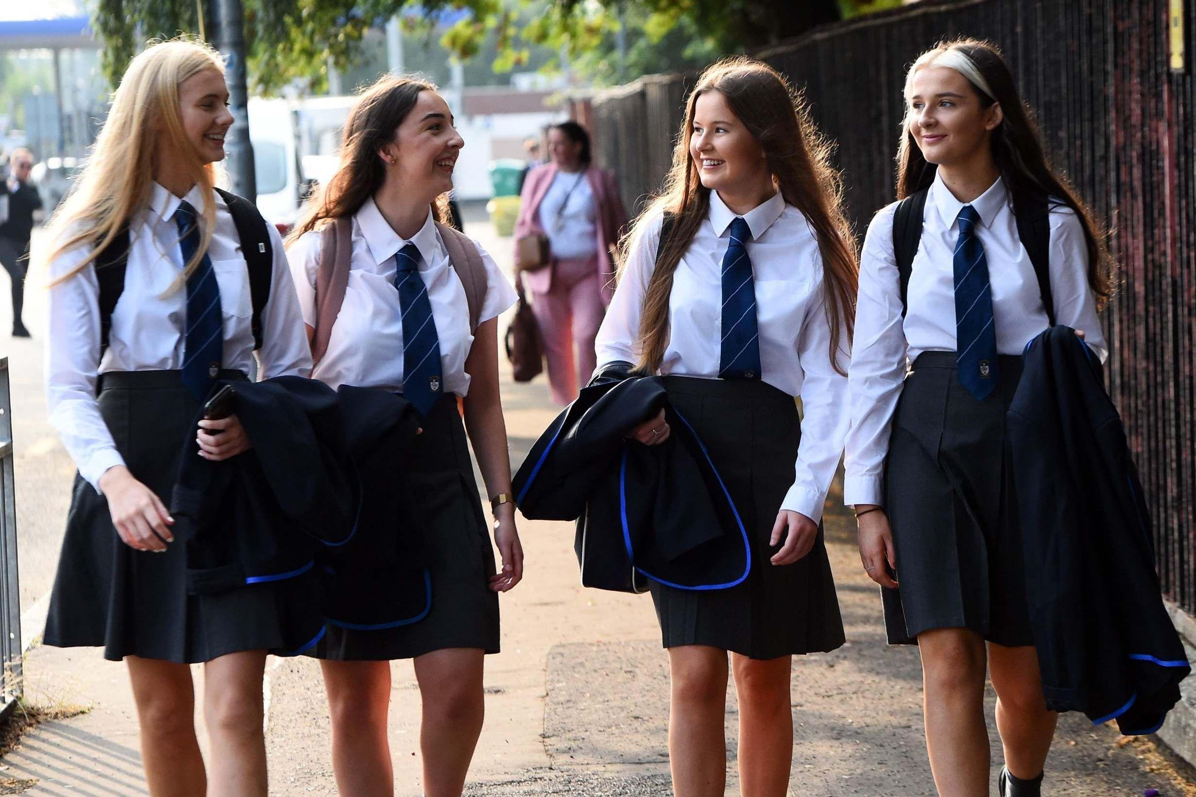 يتطلب العمل الحصول على شهادة الثانوية العامة Gcse وتأخير المستوى A Level حيث يستعد التلاميذ للعودة إلى الفصل الدراسي Gcse Teaching Time School Closures