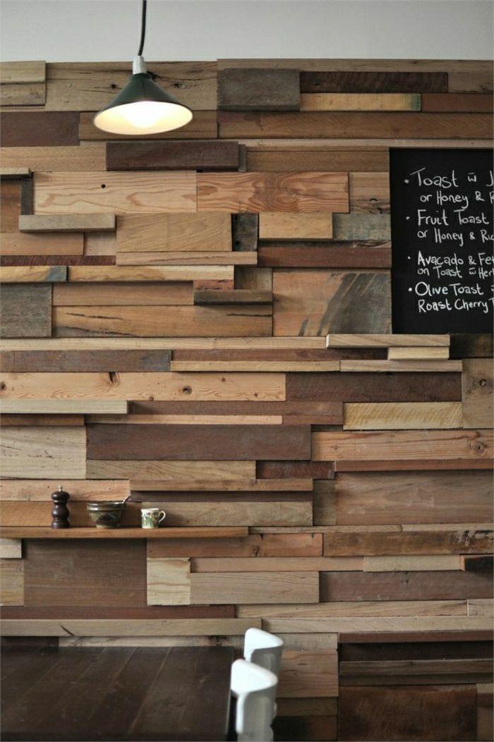 Holzwand Im Cafe Fur Eine Tolle Atmosphare In 2020 Diy Holzwand Wandverkleidung Holz Innen Holzwand