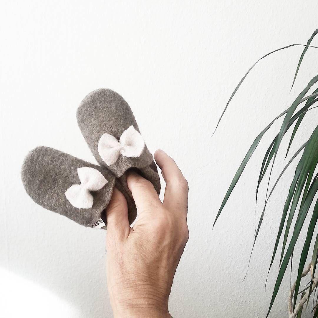 Wollpuschen Schluss mit der Fröstelei! Wichtig ist die vom Körper produzierte Wärme, nicht über den Kopf und die Füße entweichen zu lassen. .