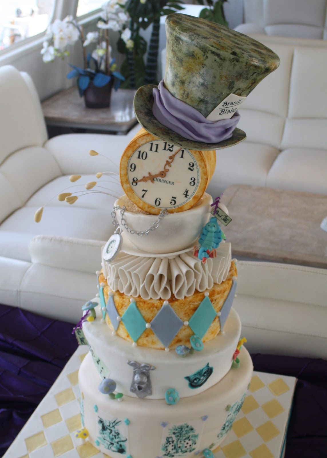 Alice In Wonderland Weddjing Cake Jpg 1143 1600