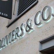 9c2ef7f4af Enseigne boutique Huile Olive – Oliviers & Co réalisée en inox brossé. Nous  avons fabriqué