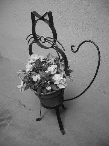 figuras de hierro de macetas para decorar jardines