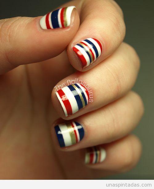 Diseño de uñas estilo marinero