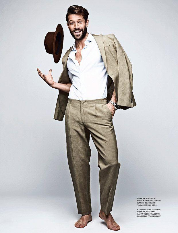 Le top model John Halls pose pour L'Officiel Hommes Ukraine Numéro de mai 2017   – MEN`S
