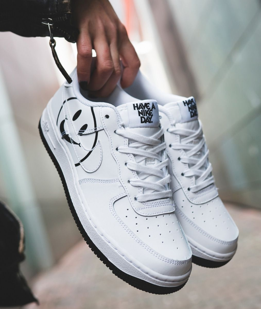 site réputé fca08 70c0e Have a Nike Day 💣💣 Baskets Nike Air Force 1 Smiley ...