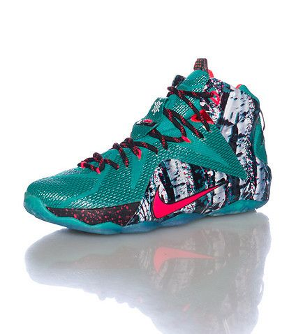 finest selection 84209 1cf5f NIKE Lebron James High top men s sneaker Mesh textured overlay All-over  abstract paint splatter print NIKE swoosh on sides Cushioned inner sole