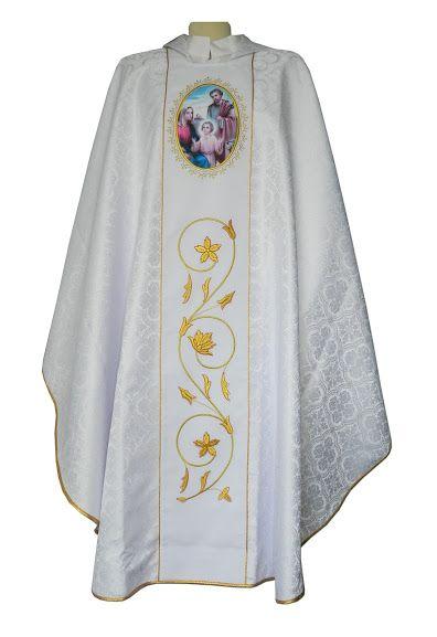 30f60d11e0b Casulla para uso sacerdotal confeccionada damasco blanco con la Sagrada  Familia estampada (1 2