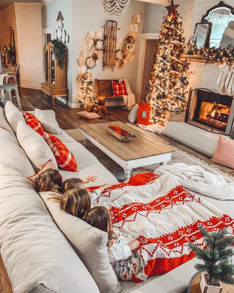 Big Living Room Cozy - A Cozy Couch for our Big Family #cozyliving