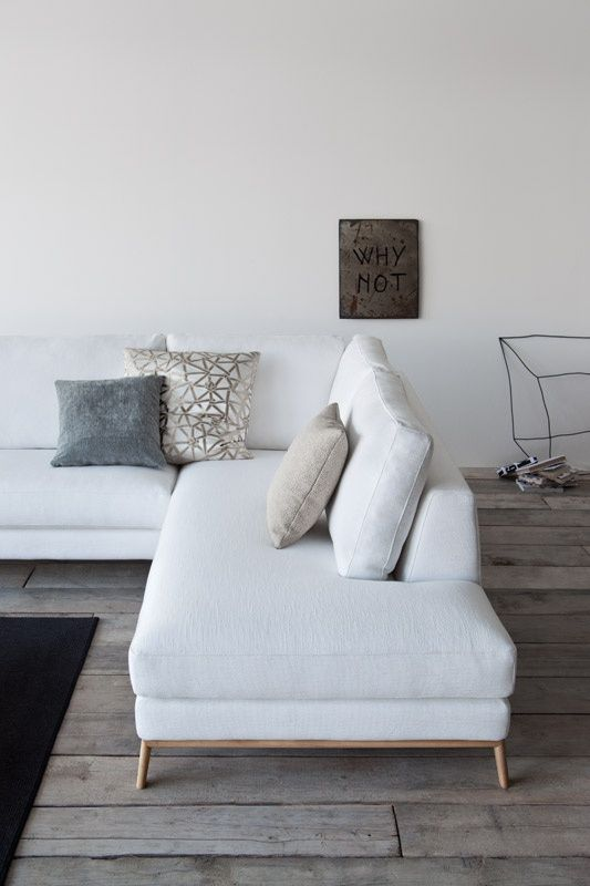 Creative ways to decorate with white interior decorating for Minimalistische wohnungseinrichtung
