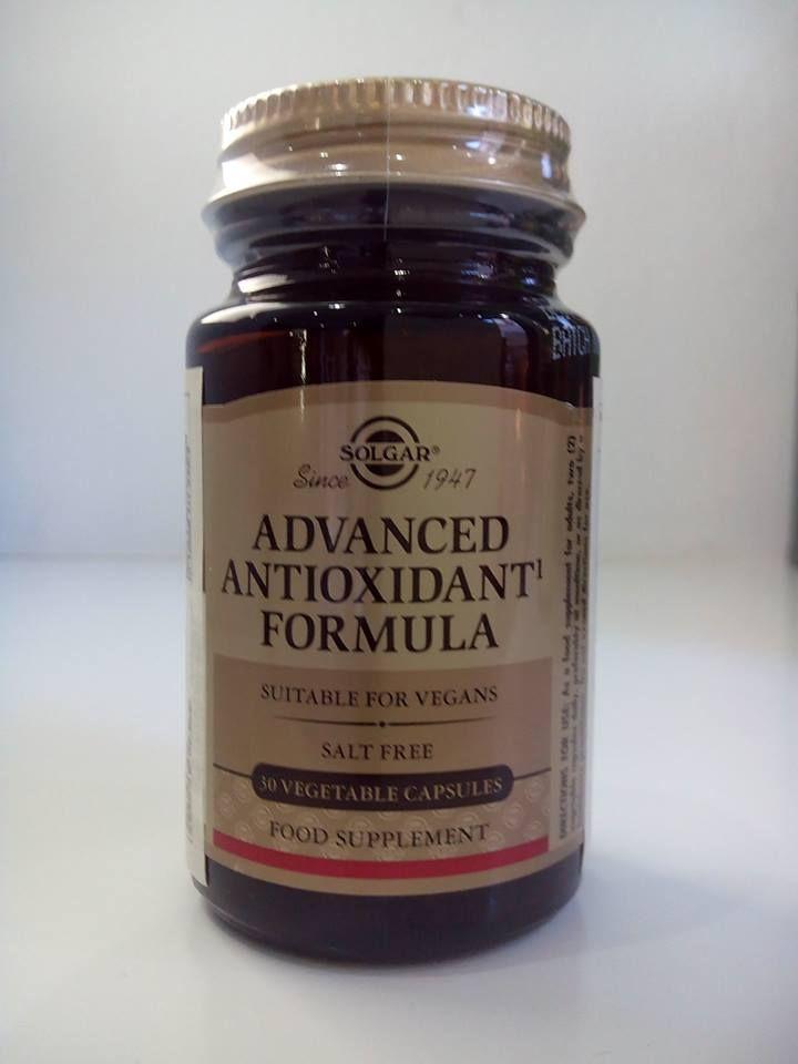 #EvalénBeauty #SolgarFórmulaAntioxidanteAvanzada Los radicales libres se forman de manera natural y continua en el organismo, produciendo un daño #oxidativo, que se traduce en alteraciones degenerativas, enfermedades crónicas, daño cardiovascular y fenómenos de envejecimiento en general. Solgar Fórmula Antioxidante Avanzada es una combinación de activos con reconocida potencia y eficacia #antioxidante y que actúan en distintas áreas para prevenir y/o tratar el daño oxidativo.