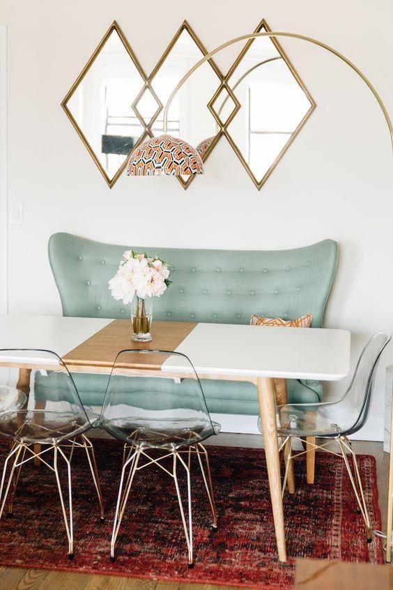 Eine Farbe Blockiert Esstisch In Schwarz Und Kupfer Mit Hölzernen Beinen  Sieht Süß Mit Acryl Stühle