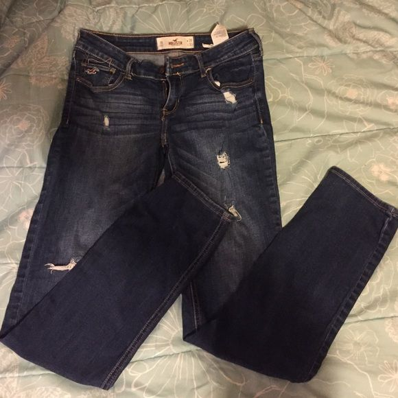 Jeans Selling Hollister low rise jeans. Size 7r. Gently warn but they come with holes! Waist is 28 length is 33. Hollister Jeans Skinny