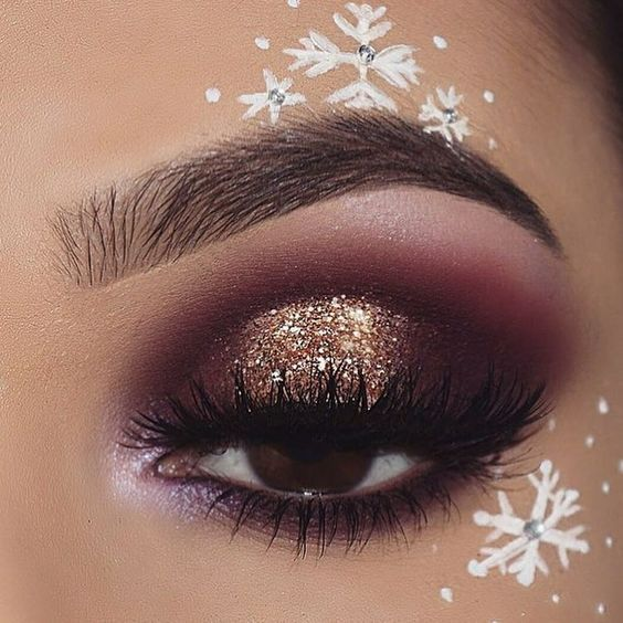 31 Stunning Christmas Makeup Looks You'll Love – Page 3 of 31 – SeShell Blog #glittermakeup