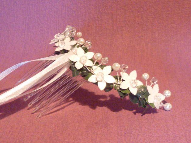 **Sehr schöner Haarschmuck mit funkelten weisen Blüten für ...
