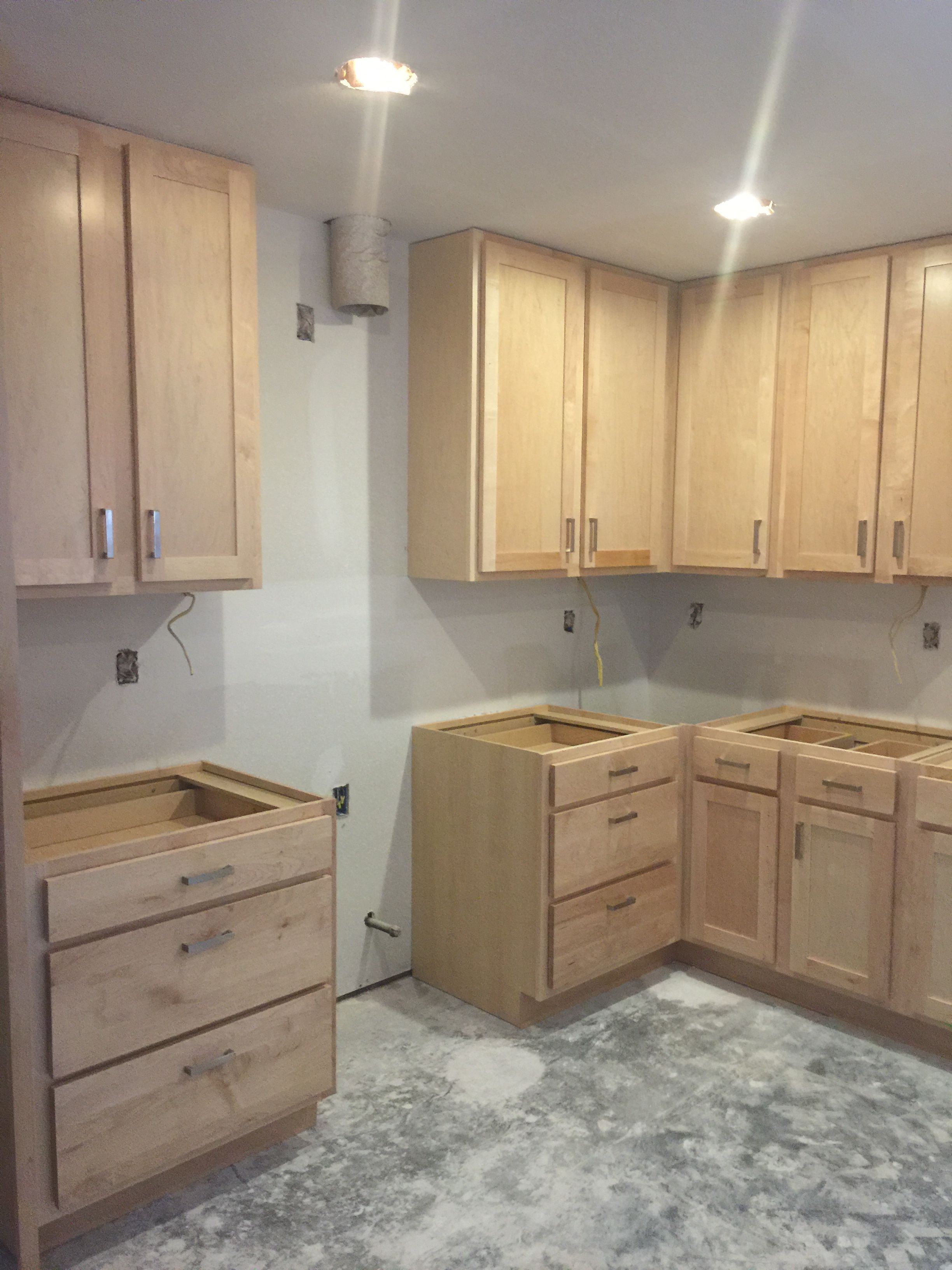 Wellborn Cabinets Installed Maple Cabinets With A Natural Finish Wellborn Cabinets Installing Cabinets Maple Cabinets