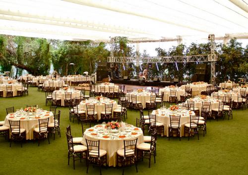 Mesas para bodas en jardin buscar con google wedding for Arreglos de mesa para boda en jardin