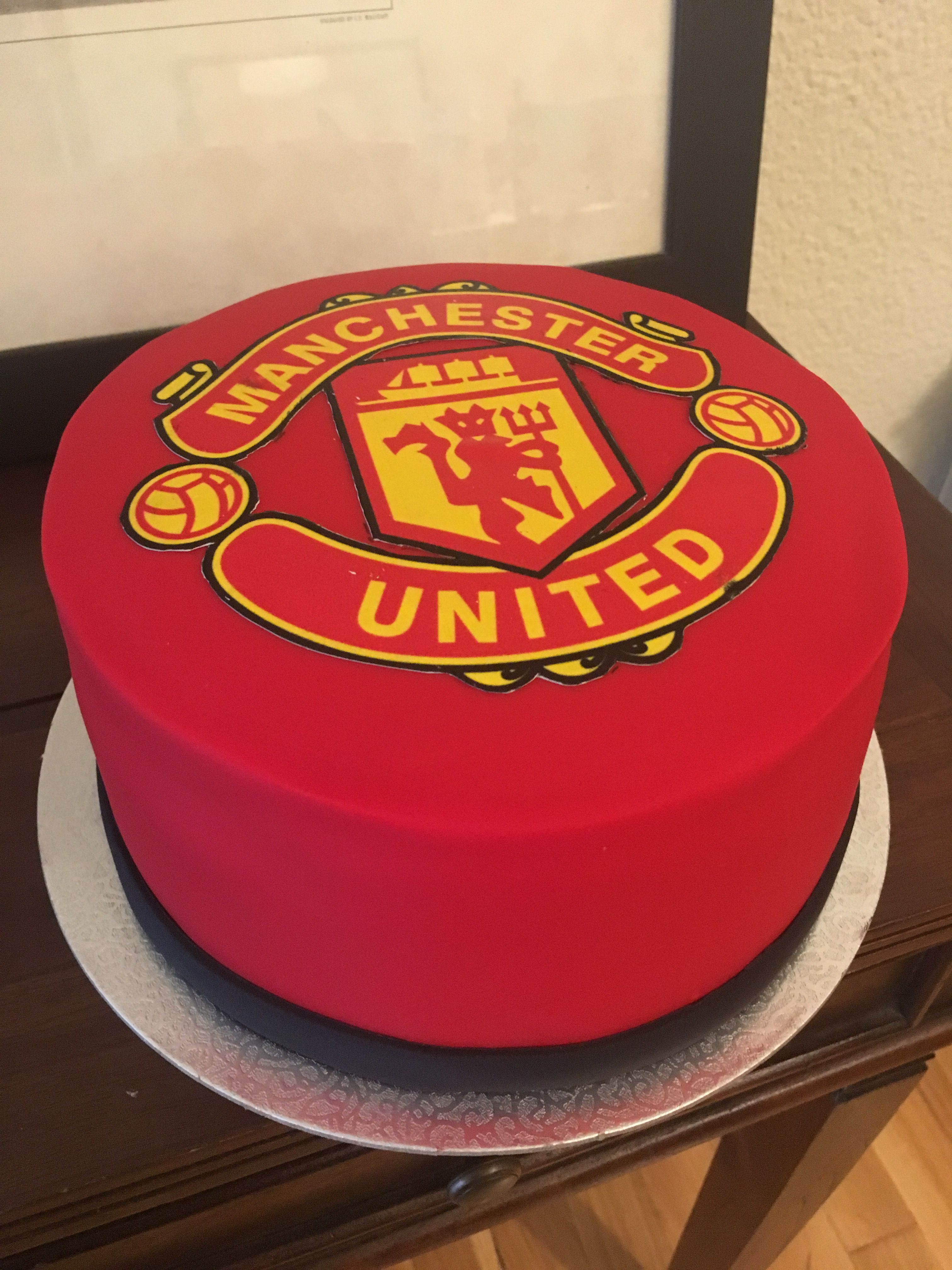 Pin By Thabo Sikwibelz On Manchester United Manchester United Cake Manchester United Birthday Cake Cool Birthday Cakes